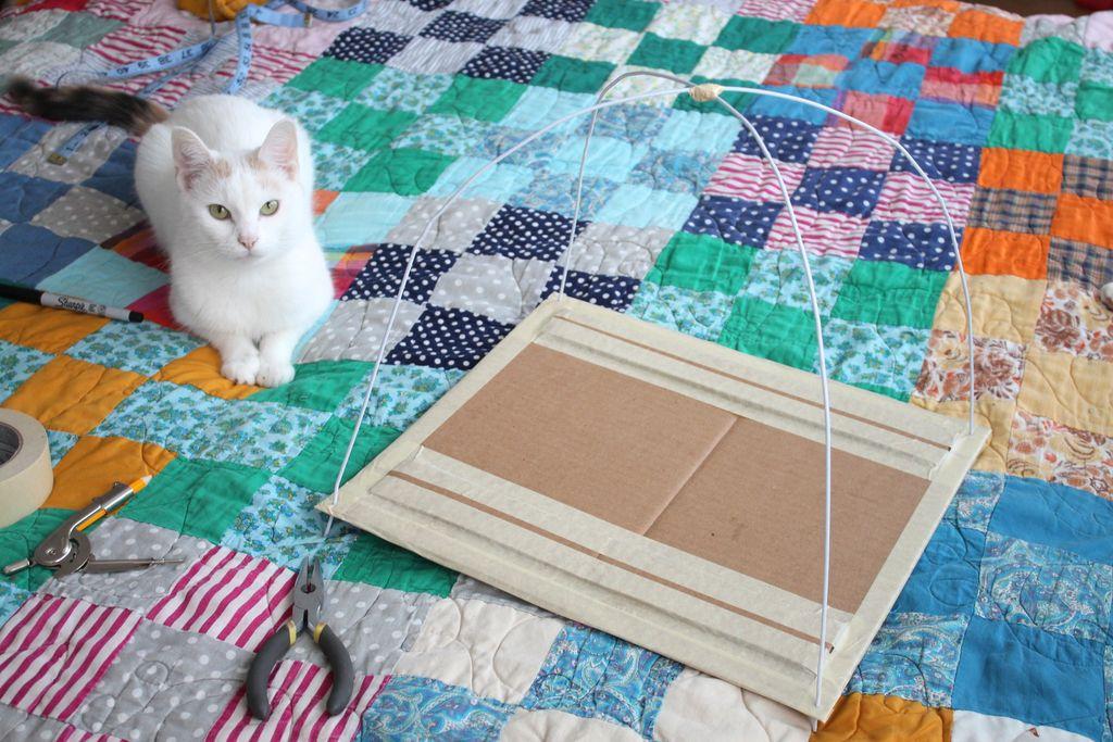 Домик для кота своими руками из подручных