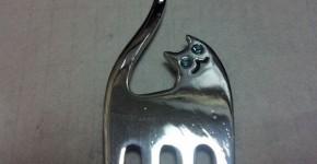 Кулон «кот» из вилки своими руками