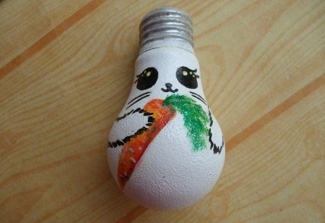 Ёлочная игрушка Зайчик из сгоревшей лампочки