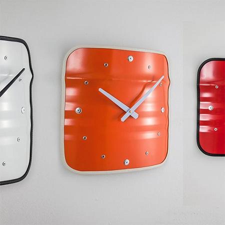 Настенные часы из бочки