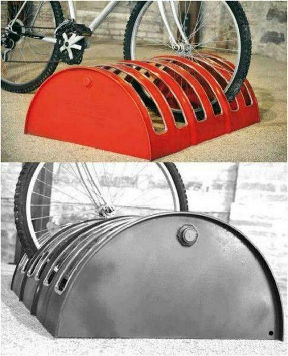 Вело парковка из бочки