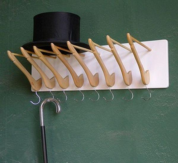 Идеи применения деревянных вешалок