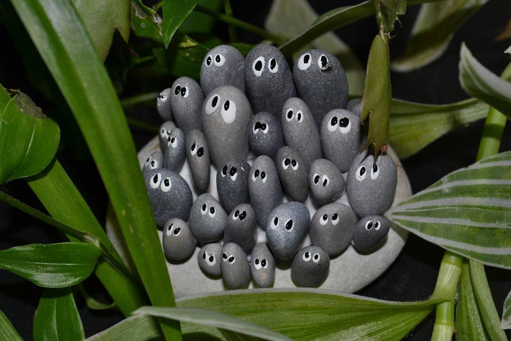Украшение для сада милая семейка камней с глазами