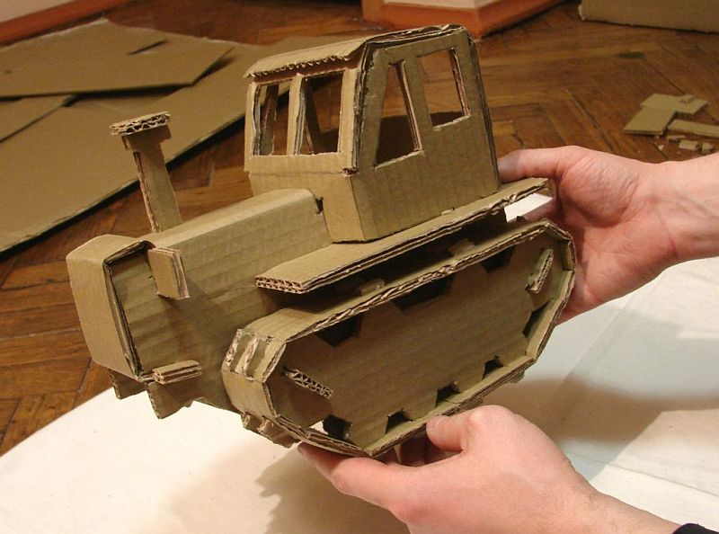 Трактор из картона без использования клея