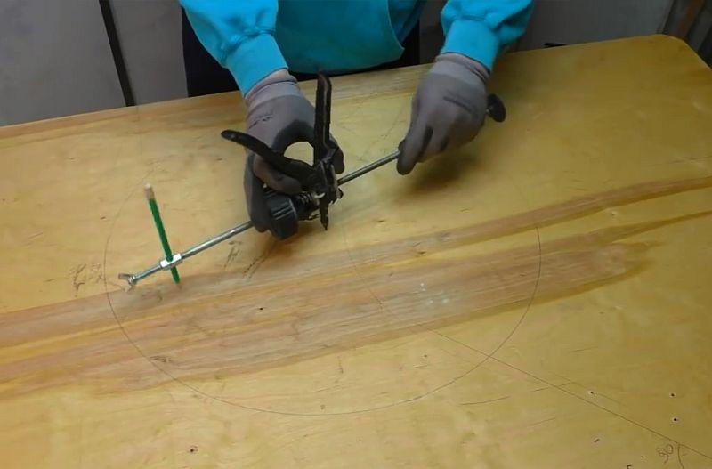 Циркуль для больших диаметров из пистолета от герметика своими руками