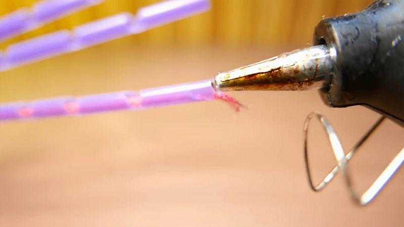 Рука-хваталка (рука манипулятор) из трубочек для сока