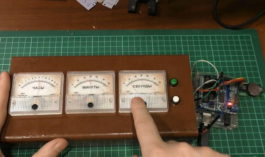 Часы на аналоговых стрелочных вольтметрах своими руками