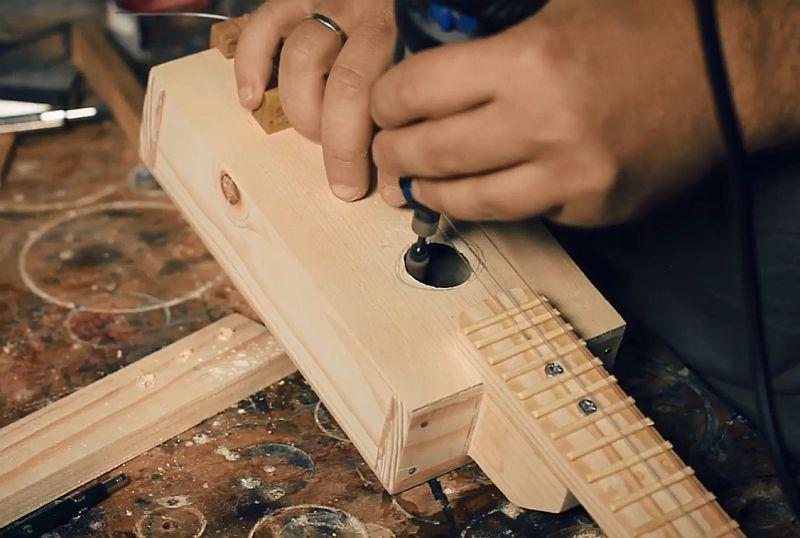 Гитара-коробка своими руками