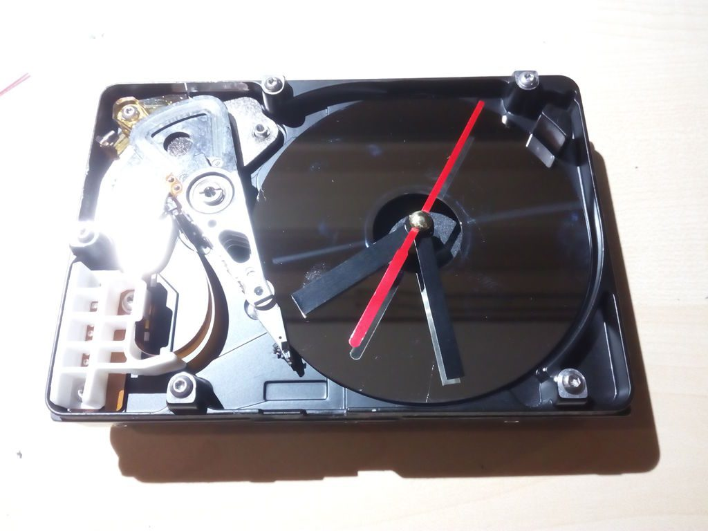 Настольные часы из старого HDD диска