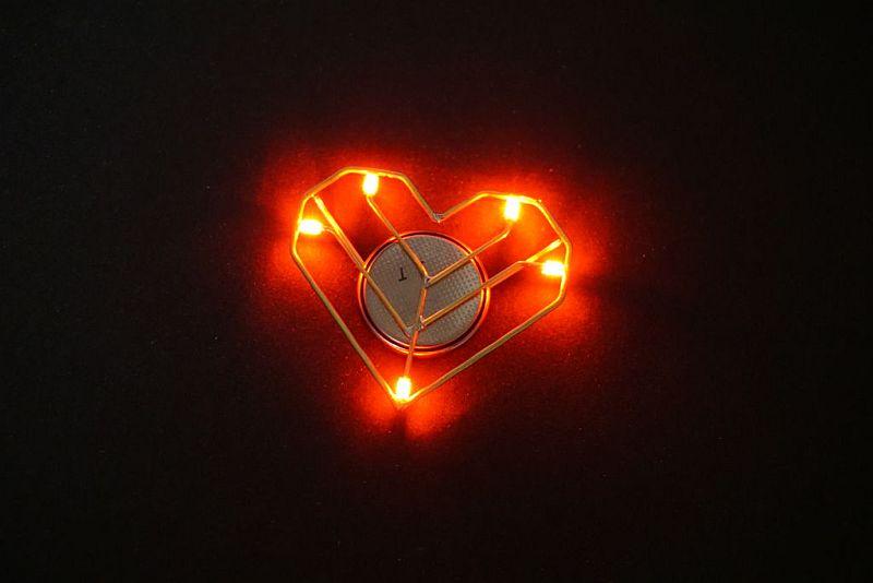Светящиеся светодиодные украшения своими руками