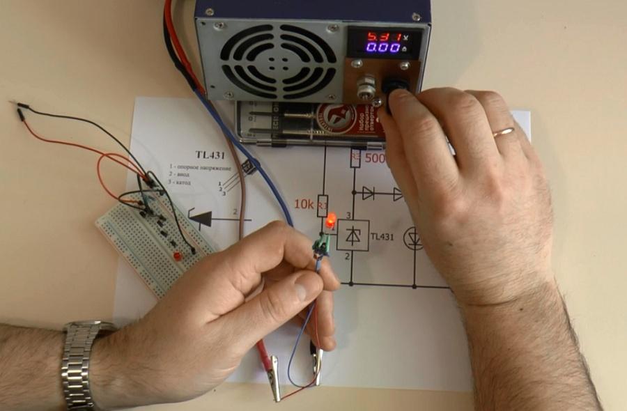 Простой универсальный индикатор разряда аккумулятора на микросхеме TL431