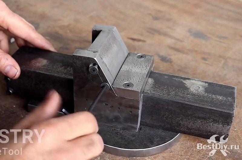 Мощные тиски без использования сварки своими руками