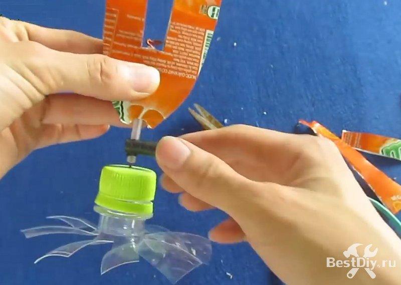 Отпугиватель кротов и землероек из пластиковой бутылки