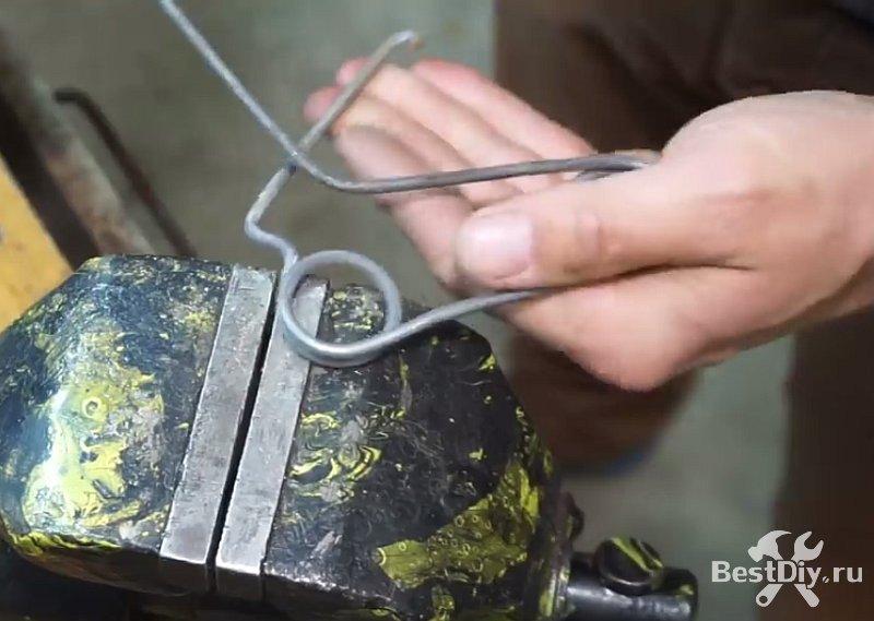 Резинкострел из куска проволоки