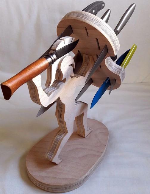 Подставка для ножей в виде воина со щитом