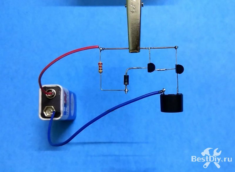 Простейшая пожарная сигнализация с датчиком температуры на диоде