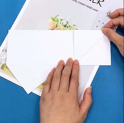 Птица из бумаги с машущими крыльями