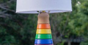 Настольная лампа из детской игрушки «пирамидка»