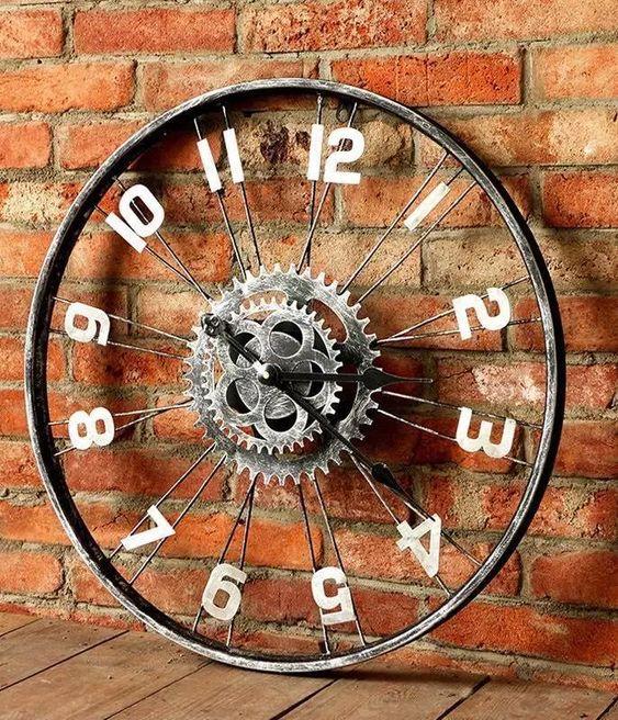 Часы из велосипедного колеса