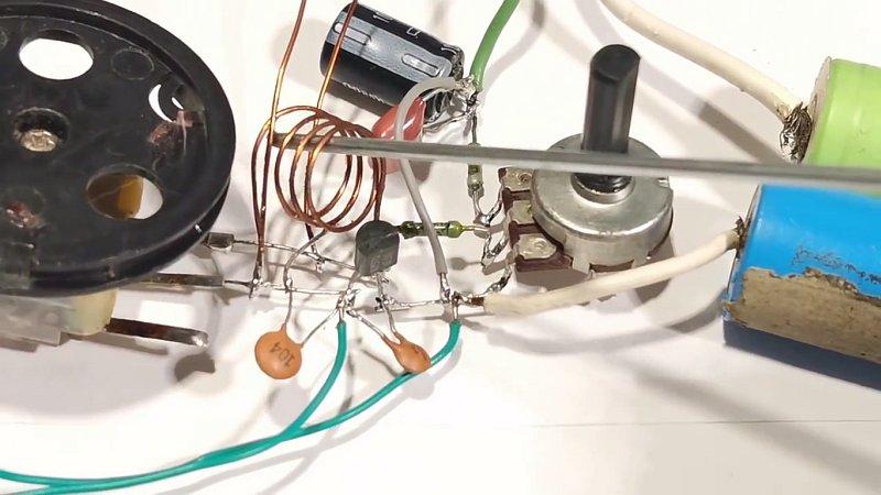 Чувствительный FM приёмник на одном транзисторе своими руками