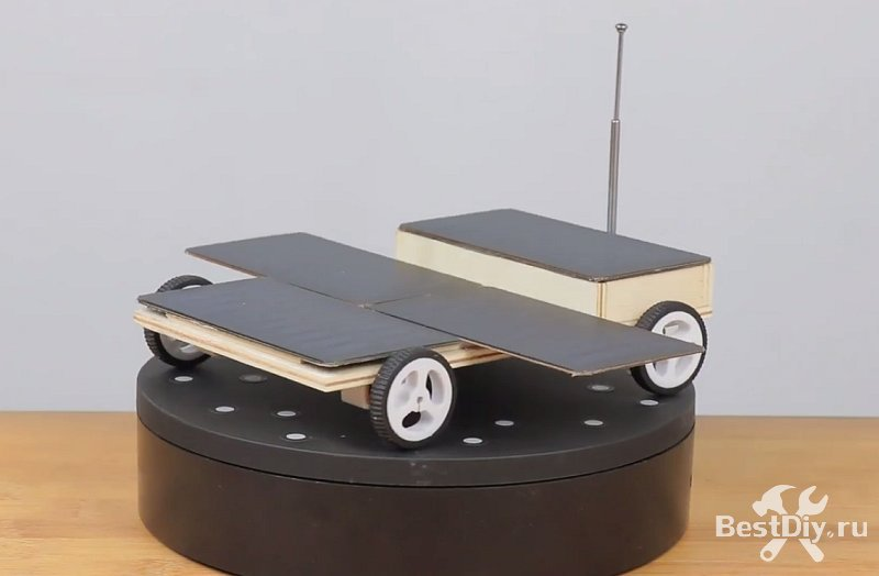 Машинка на радиоуправлении с питанием от солнечной батареи