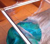 Как заменить москитную сетку на пластиковой рамке