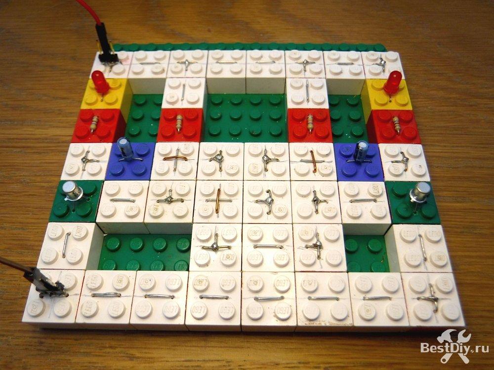 Электронный конструктор из конструктора LEGO